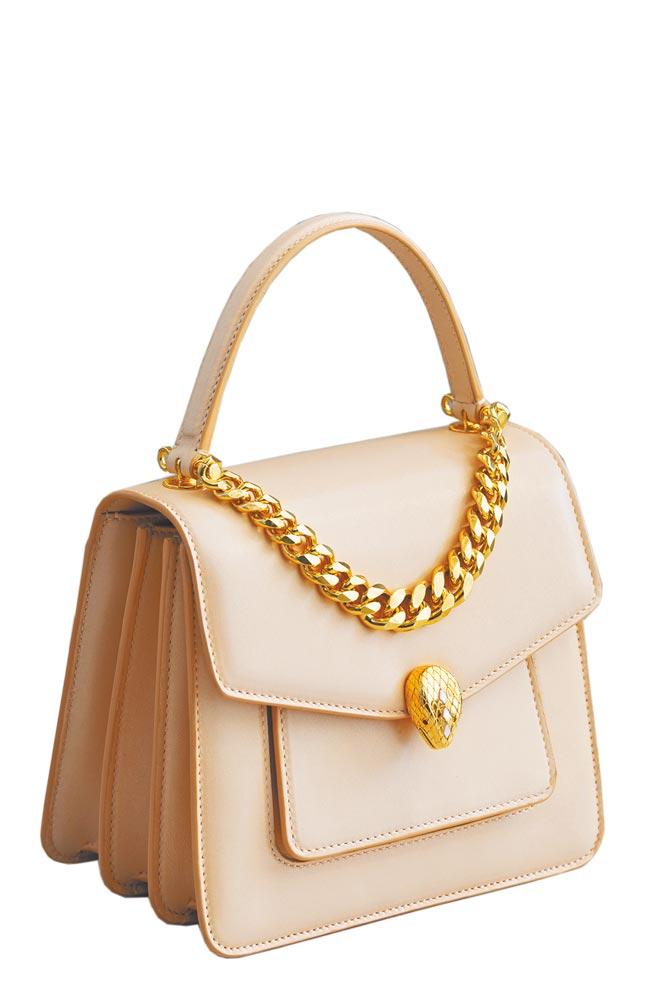 寶格麗Serpenti Forever蜜桃色手提包,9萬3000元。(BVLGARI提供)