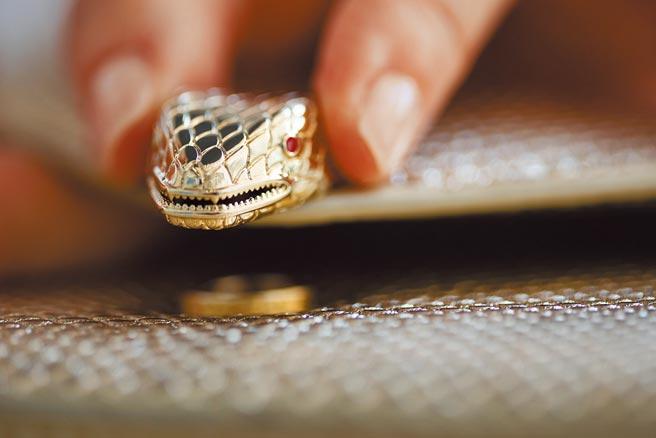 寶格麗Serpenti Forever包是珠寶與配件的完美結合,從蛇頭鎖釦即可見珠寶工藝之美。(BVLGARI提供)
