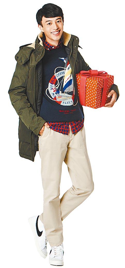 統一時代台北店的RIVER WOODS男款羽絨外套,原價1萬6500,特價8000元。(統一時代台北店提供)