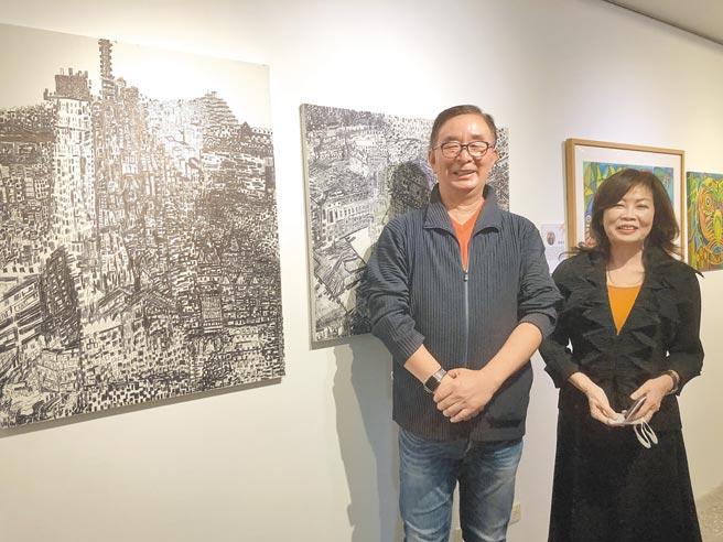 台灣身心障礙藝術發展協會第五屆理事長張麗莉和現任理事長吳春山,歡迎大家一起到光之藝廊看展。圖/黃繡鳳