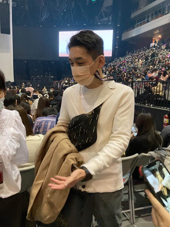 科技新貴藍蔚文今到場觀賞王心凌演唱會。(黃雯犀攝)