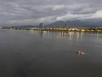 包遊艇淡水河開香檳趴跨年 印尼僑生嘔吐落水失蹤仍無所獲