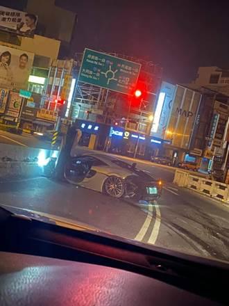 23歲美籍生載女友夜遊台南 撞毀麥拉倫千萬跑車