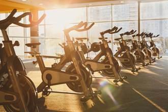 婦人健身房運動突倒地死亡 24歲女教練嚇傻急報警