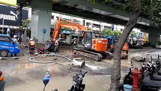 板橋自來水破管1.5萬戶停水 急設13處供水點