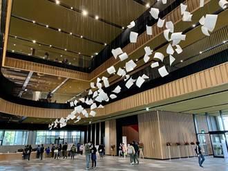 台南新總圖又似博物館、又似美術館 民眾搶體驗