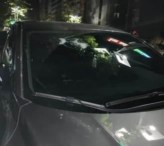 母女「好正」逃一劫 車被砸人沒事  被叭怒攔車亮刀3煞落網