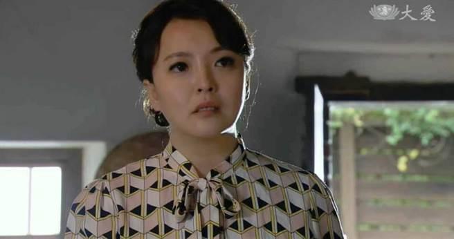 陳伶宣在大愛新戲《迎風而立》中飾演碾米廠老闆娘。(圖/翻攝自陳伶宣臉書)