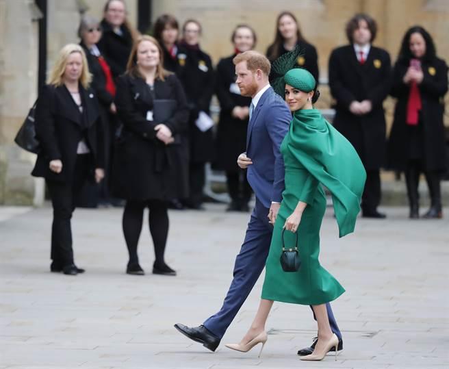 英媒爆料哈利曾請求出席國殤日,卻遭英女王秒打槍。圖為兩人日前出席大英國協活動。(圖/美聯社)