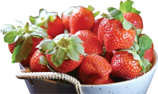 台北晶華酒店「超級盃草莓季」,是以果形大而飽滿、滋味甜美的苗栗大湖「香水草莓」入饌,作出各式鹹甜草莓美食。圖/姚舜