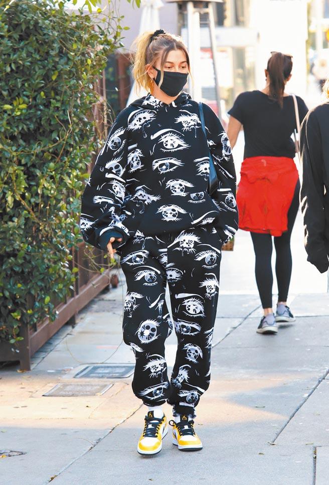 Air Jordan 1鞋款是球鞋交易熱品,小賈斯汀老婆海莉鮑德溫(Hailey Baldwin)在防疫期間經常穿出門運動。(CFP)