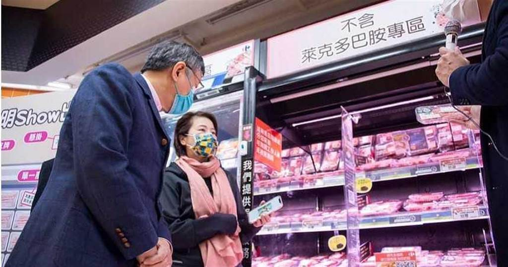 柯文哲於元旦當天視察市場「零萊劑專區」。(圖/截自柯文哲臉書)