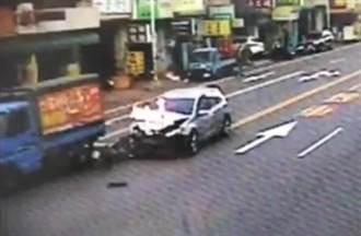 拍電影?轎車撞貨車炸成火球 駕駛「神特技跳車翻滾」0受傷
