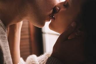 新年倒數目睹男友與母親接吻 女大生好衝擊:我才是第3者
