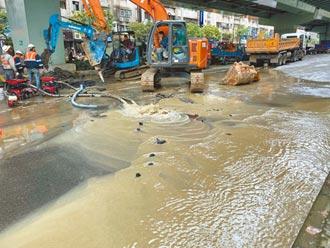 板橋自來水管破裂 影響逾2萬人