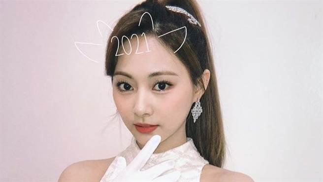 TWICE子瑜在「MBC歌謠大祭典」上火辣熱舞,吸引粉絲目光。(圖/IG@ twice_satzumo)