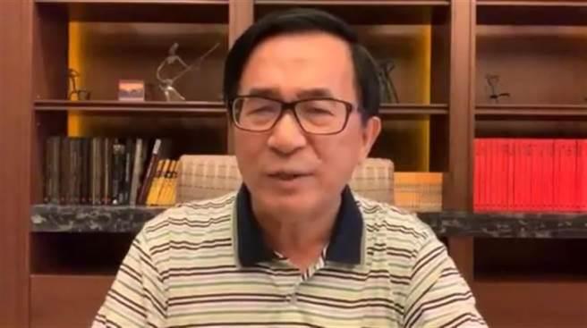 前總統陳水扁今天首秀主持「有夢上水」廣播節目,訪問廣播界大老石川。(本報系資料照)