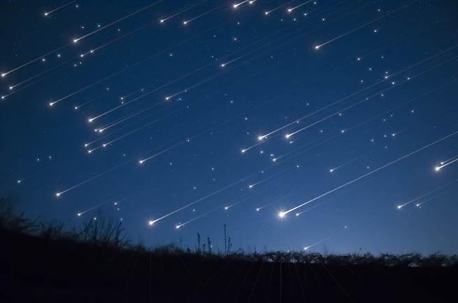 象限仪座流星雨将在今晚10点30分达到极大期,届时每小时流星数量将破百颗。(流星示意图 达志)