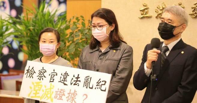 蘇震清太太控訴檢方偵訊錄音檔案涉嫌變造,引發屏東鄉親認為司法不公。(圖/記者周志龍攝)