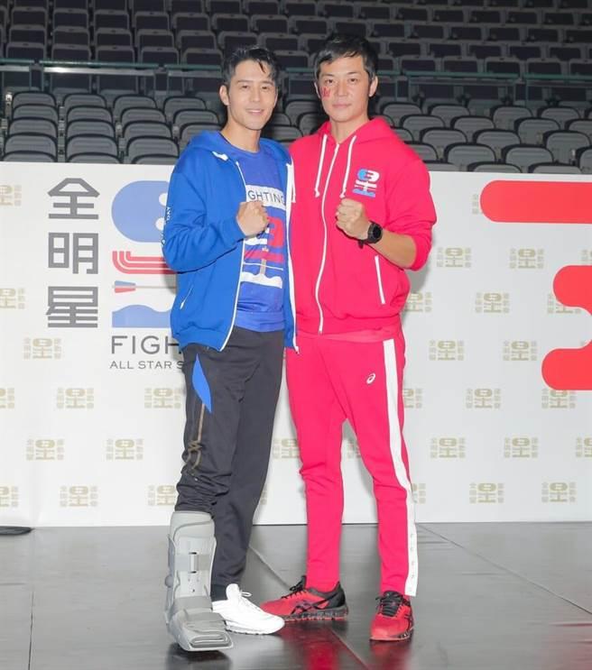 藍隊隊長胡宇威(左)帶傷現身,紅隊隊長姚元浩喊話拚冠軍。(盧禕祺攝)