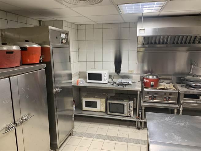 金門烈嶼分院今晚傳出地下室廚房火警意外,未釀成任何重大災情之二。(金門縣消防局提供)