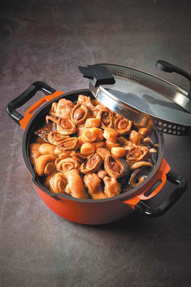 台北美福推出「買湯送鍋」,不論選購米香的「八寶布袋雞」或潮粵坊的「鮑魚花膠黏嘴雞鍋」,只要買湯就送價值5,460元的比利時湯鍋。圖/美福提供