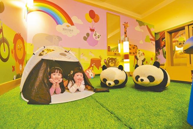 福容大飯店台北二館打造全台唯一的超萌貓熊主題家庭房,房內滿滿貓熊萌樣。(福容大飯店提供)