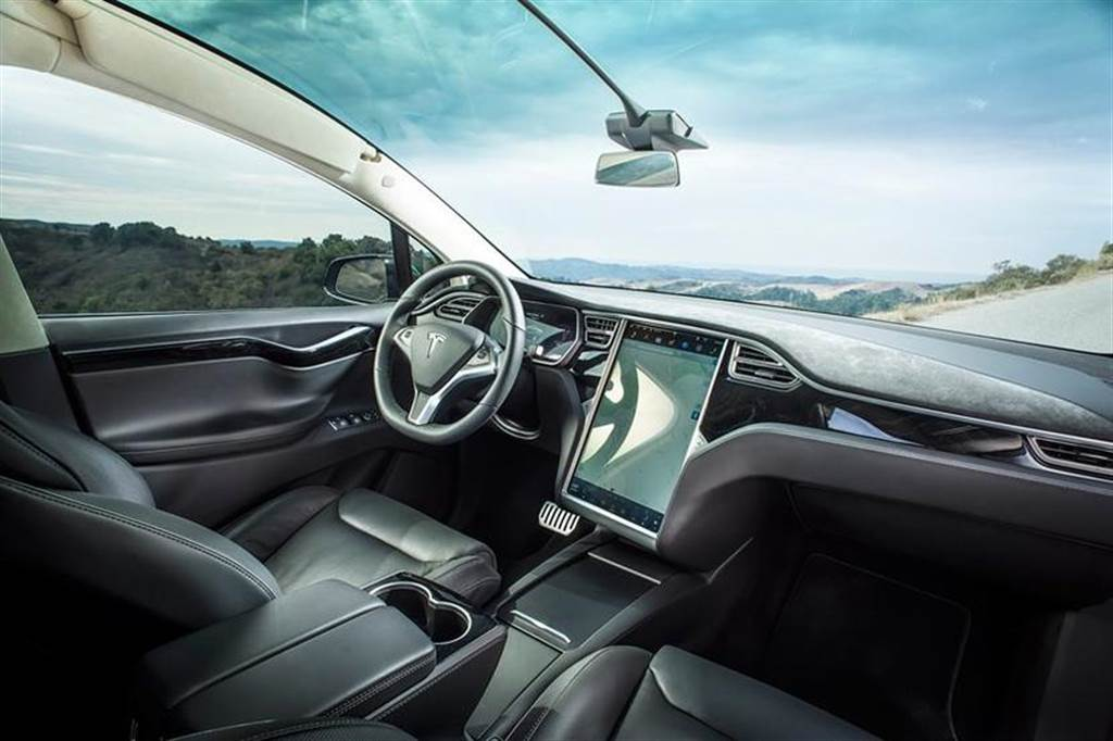 Model X/S 改版新消息:新增車內鏡頭、升級 HW3.2