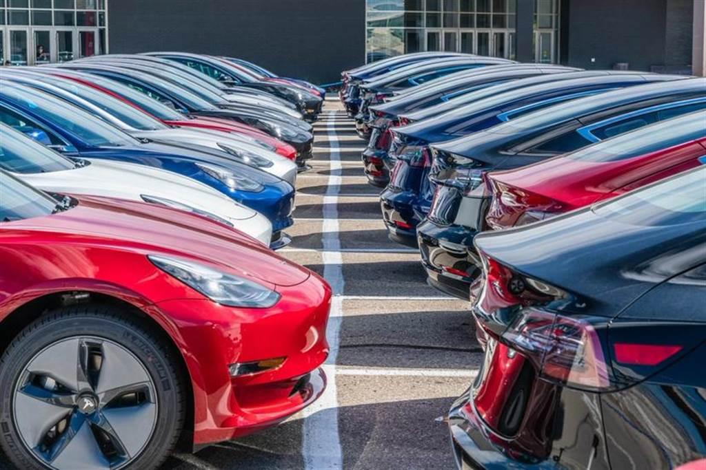 分析預測特斯拉 2022 年進入百萬交車俱樂部:因為中國市場需求太驚人!