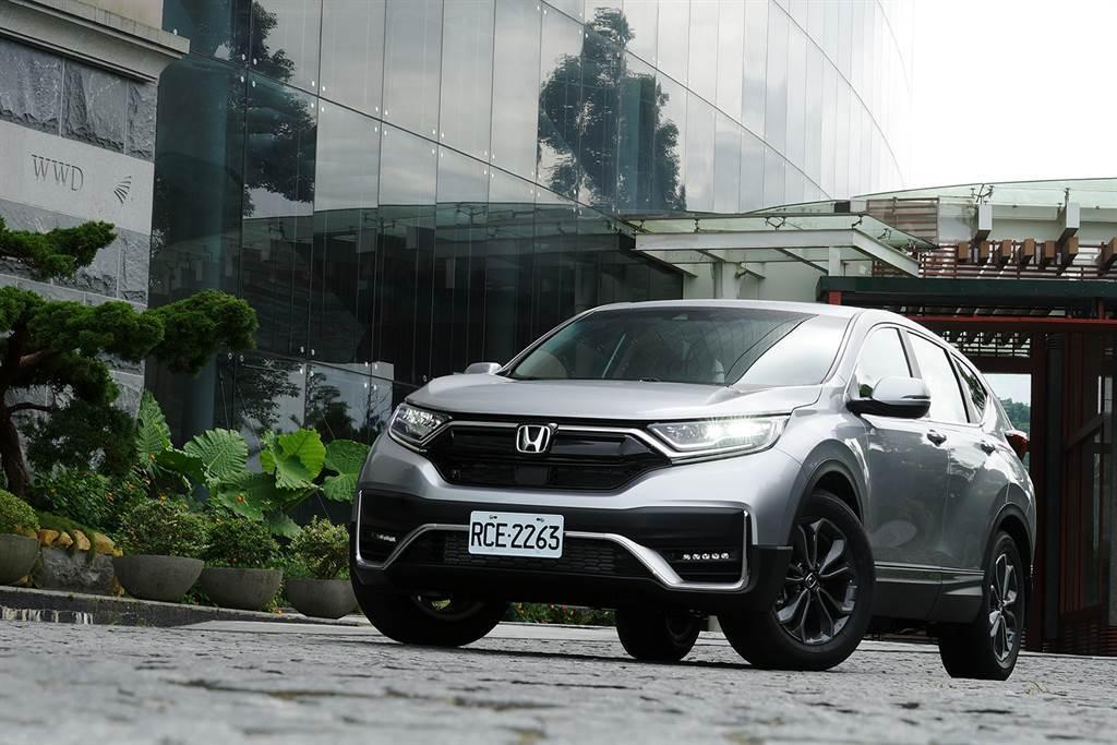 Honda CR-V在2020年下半年推出小改款後,反超2019年國產休旅銷售冠軍Kicks,拿下2020年度全乘用車市第三名。