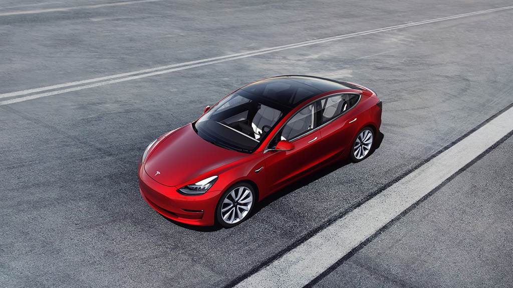 Tesla Model 3雖然2020歷經數月無車可交的窘境,但在第四季強攻之下,全年仍以4583台拿下豪華車市第六名,更超越2019年全車系銷售總和。