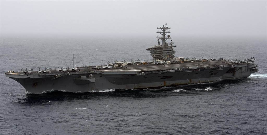 美國「尼米茲」號(USS Nimitz,CVN-68)航母2020年9月7日 穿越阿拉伯海的畫面。(美國海軍)