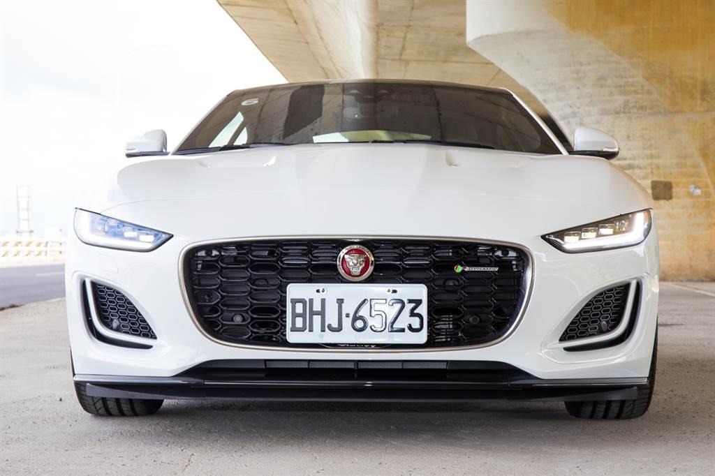 F-Type車頭設計大幅改變,更具侵略性。