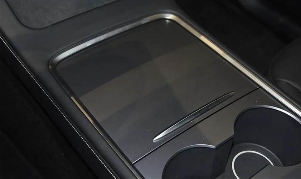 不只價格殺!中國 Model Y 新增 HEPA 過濾系統、加熱方向盤,內裝設計也有更新