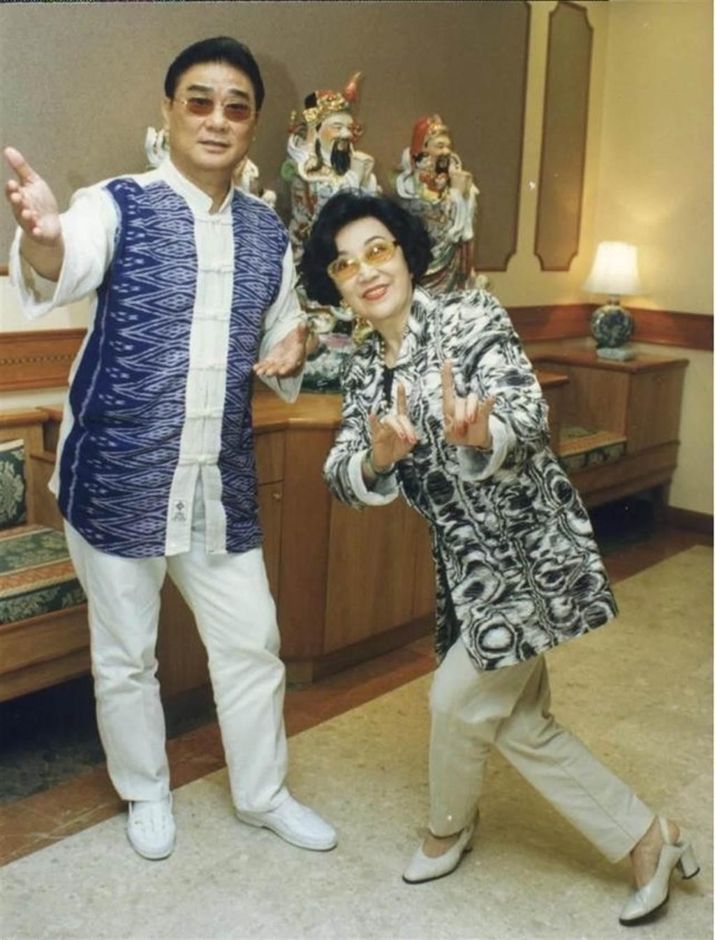 李香琴與譚炳文默契絕佳,合作30幾年緋聞滿天翻。(圖/翻攝東網)
