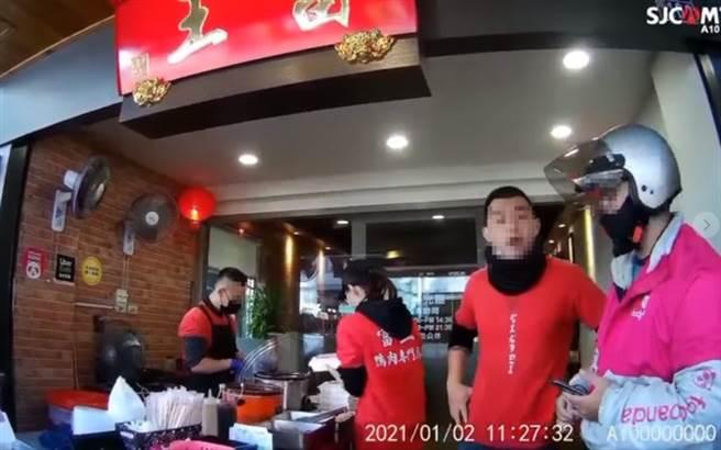 嗆外送員「毛沒長齊」 台中最紅鴨肉店再爆嗆客:您眼瞎了?(圖片取自/爆怨公社)