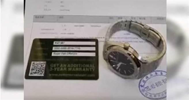 假錶除了有保證書、購買發票及證明,當鋪業者還發現,清一色都是身材姣好的年輕時尚正妹拿來典當。(圖/讀者提供)