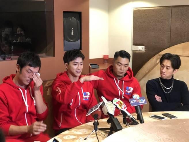 姚元浩(左起)回憶與江宏傑、李玖哲、陳漢典的比賽過往,忍不住噴淚。(吳維書攝)