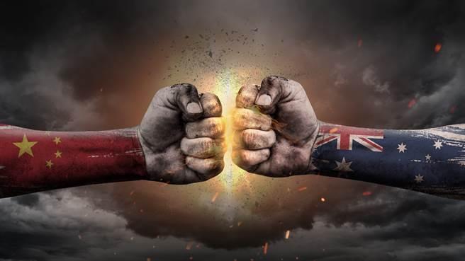 由前年澳洲率先禁止華為5G開始,中澳關係逐步惡化,雙方互相報復,現在澳洲對境內華裔防範也變嚴。(示意圖/達志影像shutterstock)