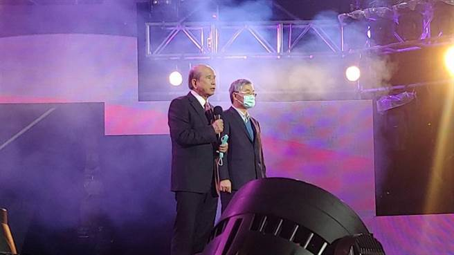 (義聯集團創辦人林義守(左)宣布,將加碼投資高雄。圖/義聯集團提供)