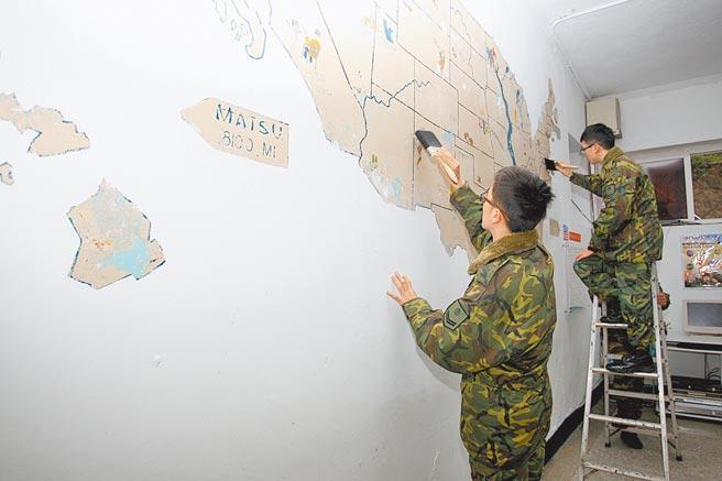 馬祖補油庫官兵於2014年3月發現60年前美軍顧問團繪製的美國地圖。(軍聞社)