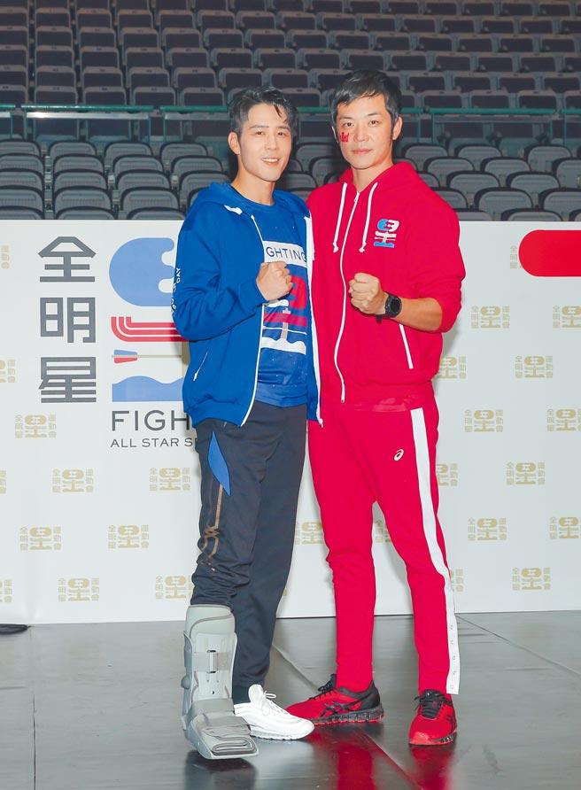 藍隊隊長胡宇威(左)昨帶傷現身,紅隊隊長姚元浩喊話拚冠軍。(盧禕祺攝)