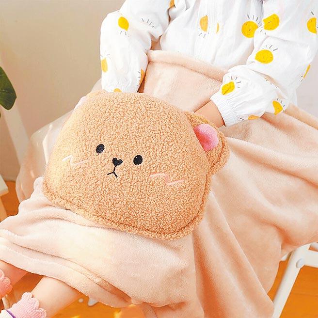 樂天市場的日本可愛少女心電熱毯,原價655元,特價524元。(樂天市場提供)