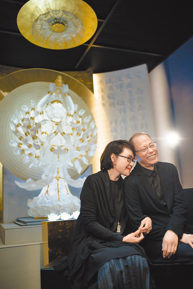 張毅曾說:「琉璃創作是一個修行的道路,要讓心中有光,才能將慈悲在作品中自由的發出光來,生命無常、唯有慈悲,這是一輩子的功課!」(琉璃工房提供)