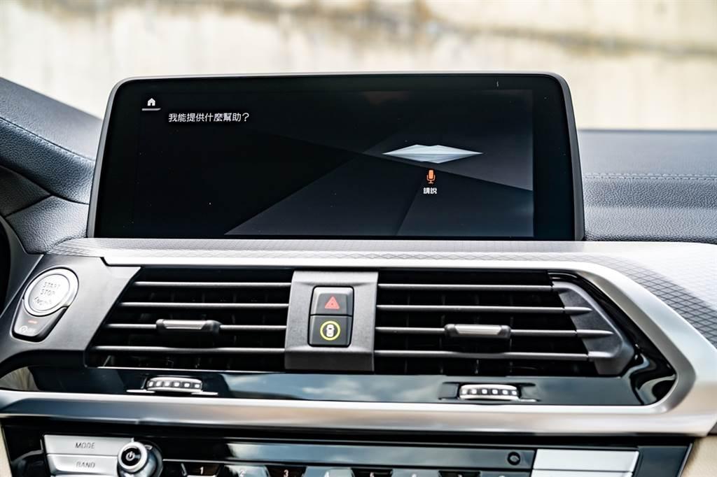 BMW ConnectedDrive智慧互聯駕駛服務除了可提供旅遊諮詢或任何生活資訊的旅程諮詢秘書,此次更升級BMW智慧語音助理2.0,擁有更口語化及人性化的互動方式。