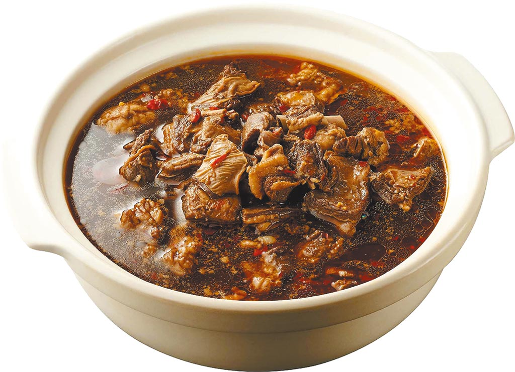 全聯獨家「KKLife越式羊肉爐」,特選澳洲羊腹排搭配越式濃郁湯頭,2入、799元,限量3000組。(全聯提供)
