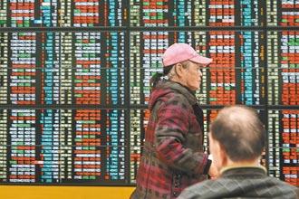 第一次玩股票就慘賠6位數 男大生泣:今年不知怎麼過