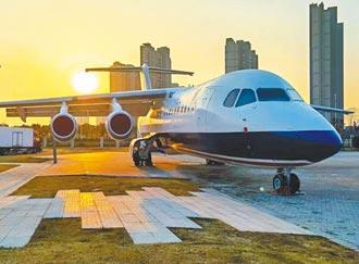 南航大學迎新 兩客機落戶