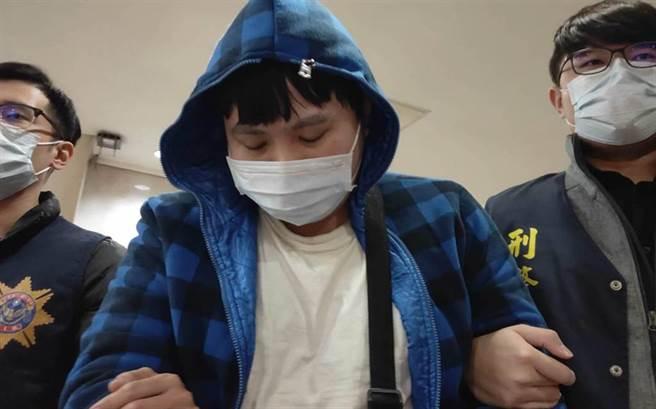 恐嚇「跨年夜血染台灣」藏鏡人20萬交保,家人不及辦保收押。(陳志賢攝)