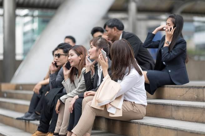 主計處統計:全台過半受僱勞工年薪未達50萬元(圖/小花平台保險提供)